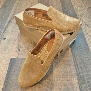 Ugg sandrinne metallic gold loafer size 7